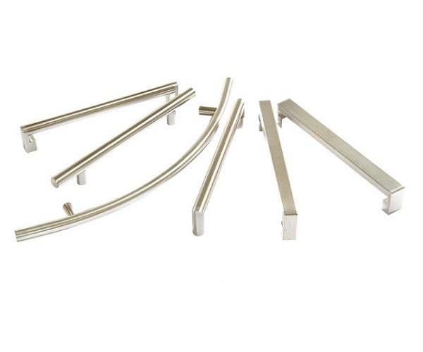 Maniglie e maniglioni inox: prodotti su misura per l'arredamento professionale